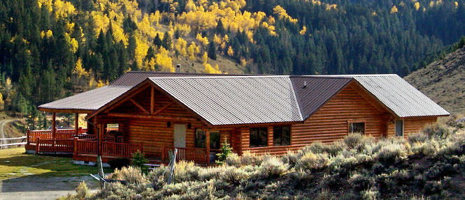 Saddlehorn lodge wilderness edge for Yellowstone log cabin hotel